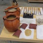 Útiles y herramientas del dorador. Yesos, cola de conejo, lienzos, pinceles, lijas y ágatas