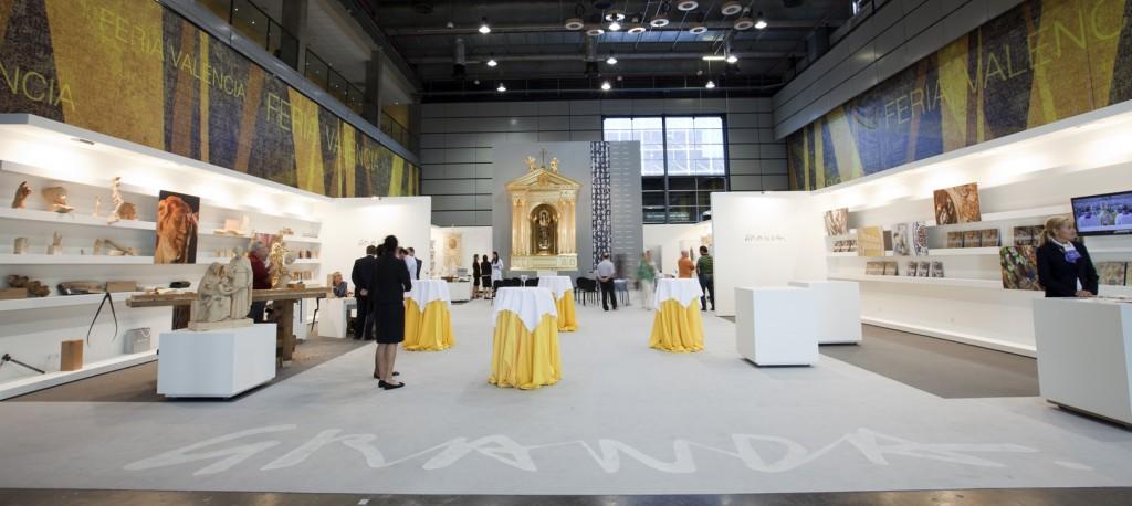 """Montaje expositivo para el """"Festival de artesanía"""" que la Fundación diseñó para Talleres de Arte Granda con motivo de la Feria Internacional de Arte Sacro DIKÉ (Valencia, 2012)"""