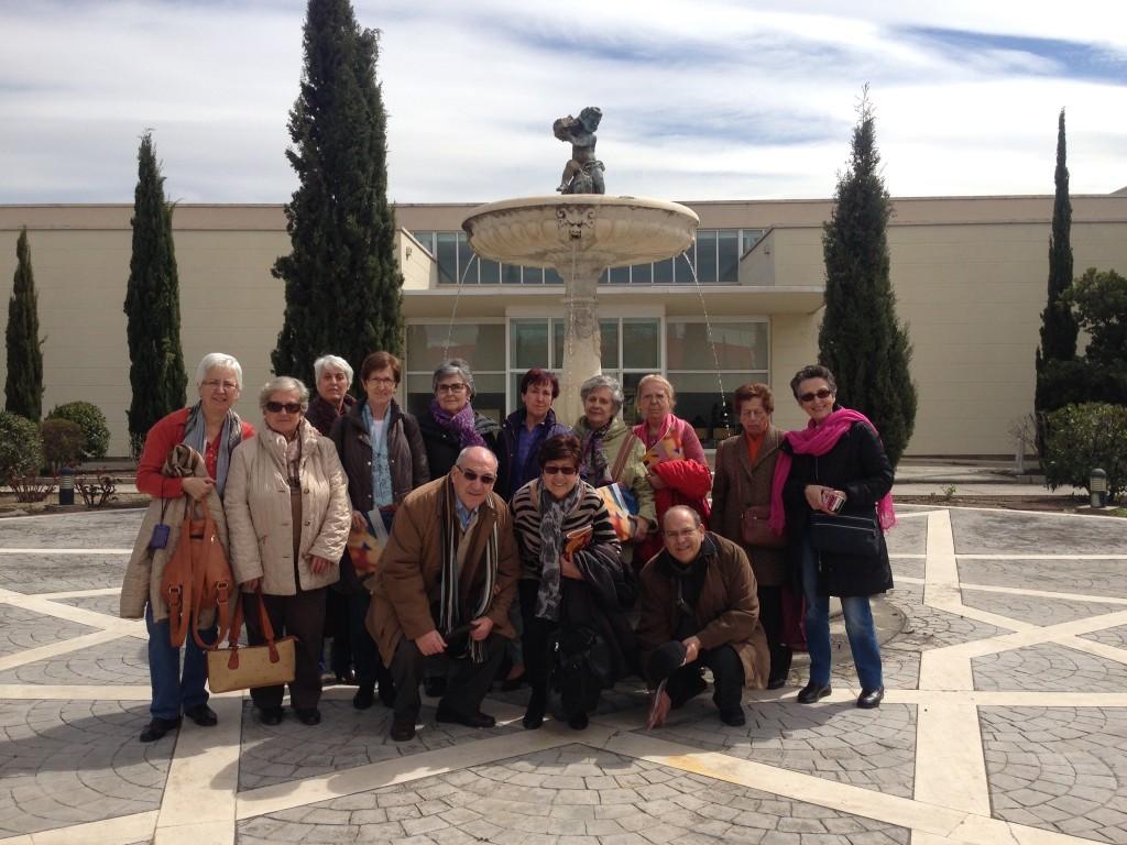 Grupo de visitantes del Centro Cultural Goya, de Madrid