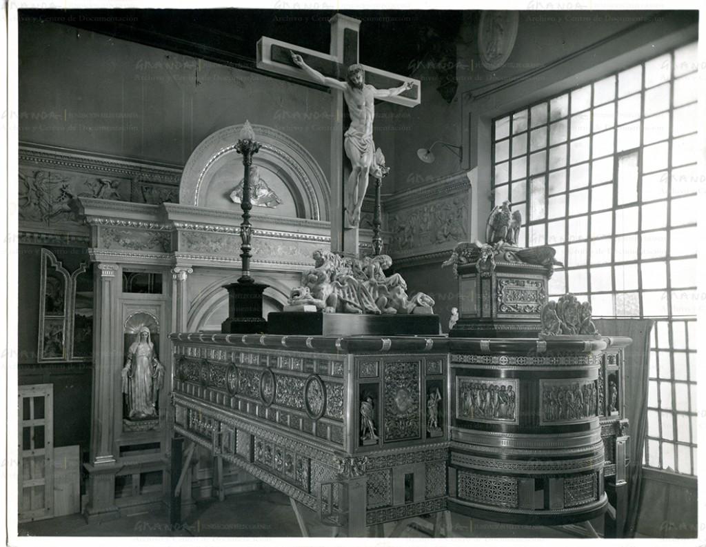 El trono de la Expiración de Málaga en la sala de exposiciones del Hotel de Las Rosas, sede de los Talleres de Arte, antes de ser entregado.